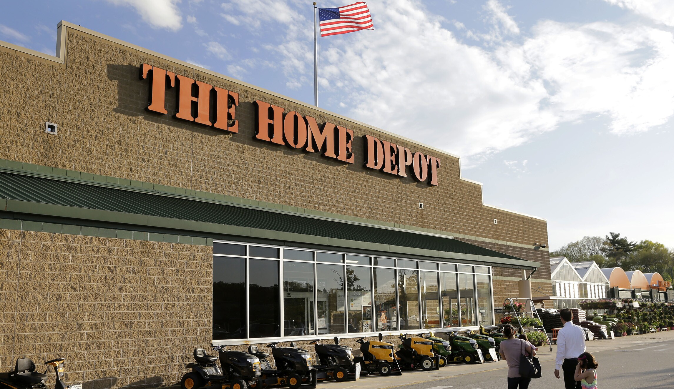 Home Depot Announces Bonuses For 400 000 Workers After Tax Cut