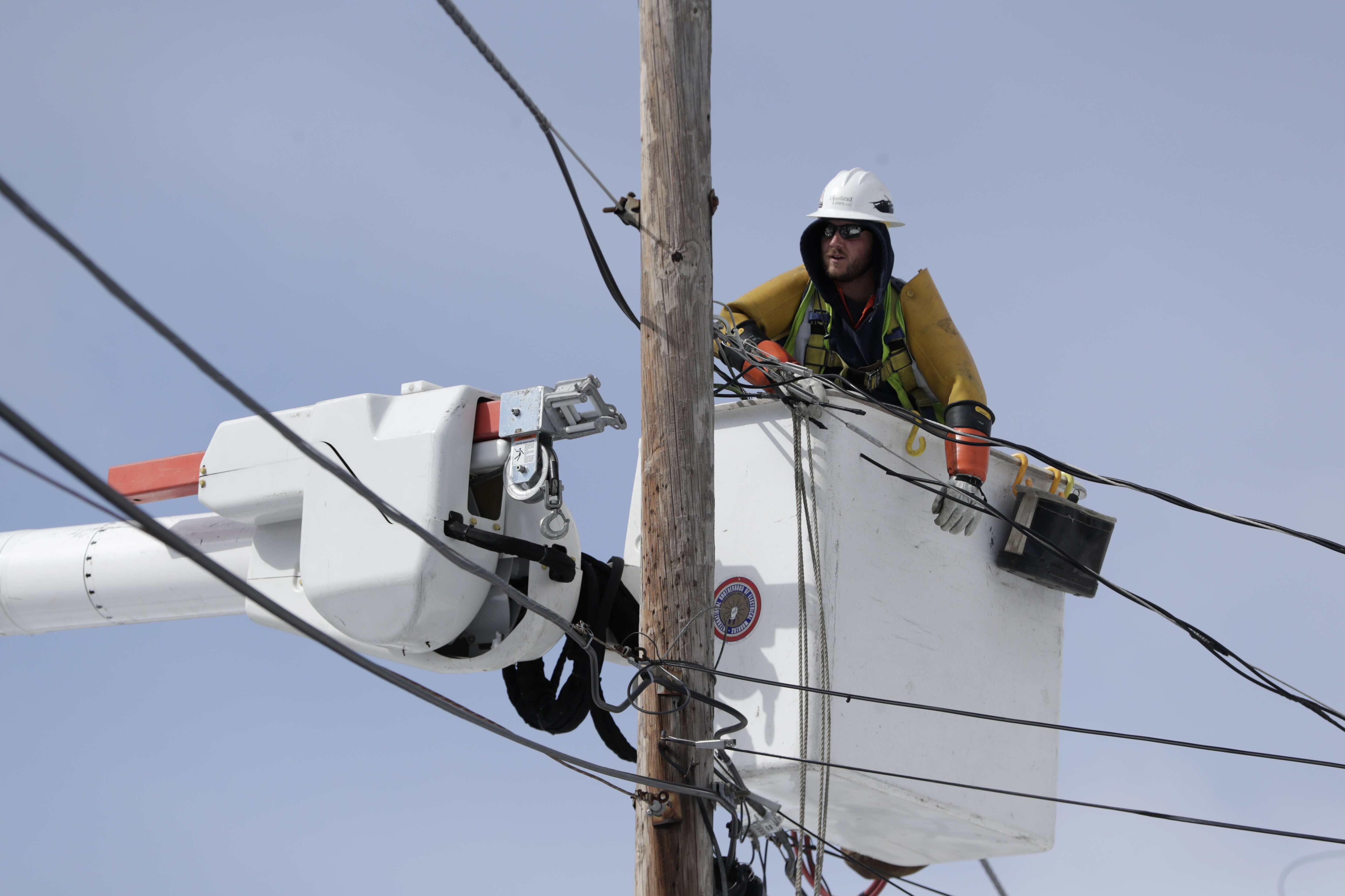 FERC works to ensure customers get utility rate cuts from GOP tax bill