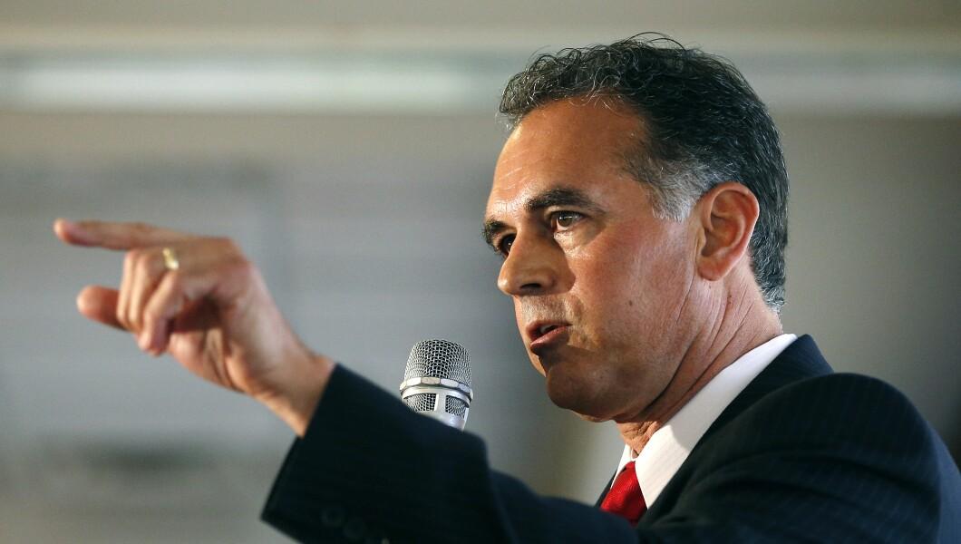 Danny Tarkanian speaks to a crowd in Nevada.