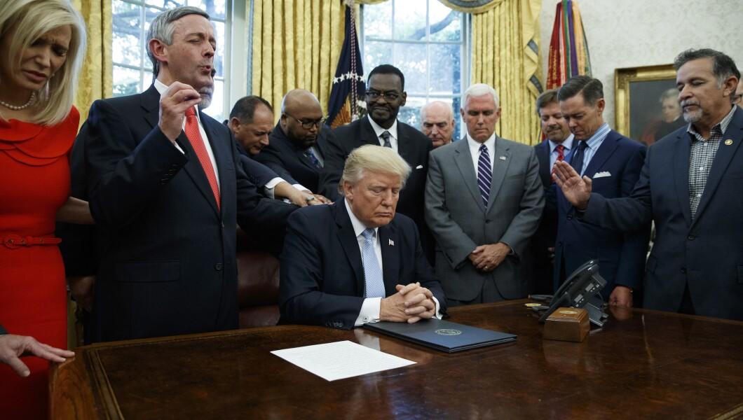 Donald Trump pray 110419