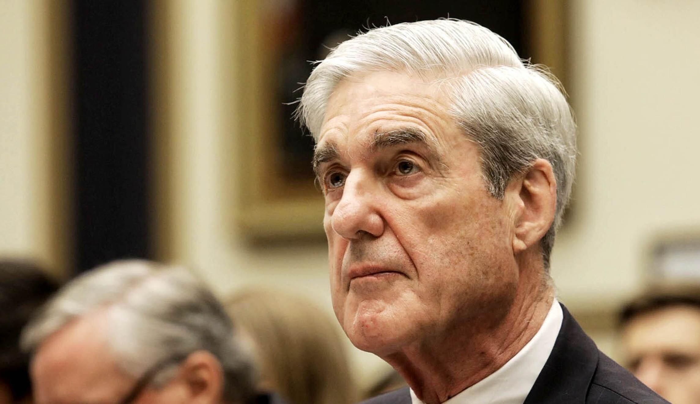 Robert Mueller is seen.