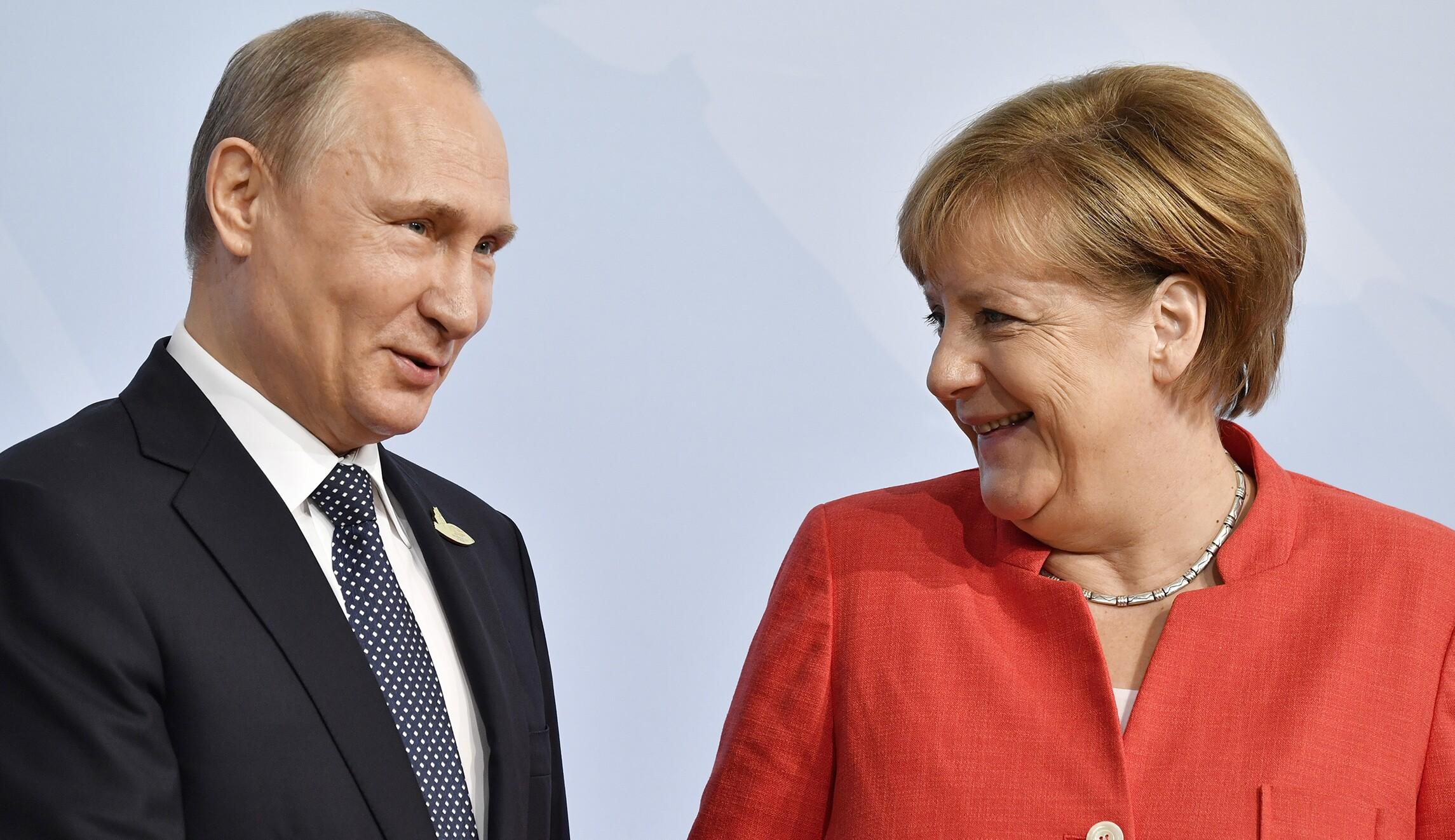 Social Media Is Amused By Angela Merkel S Apparent Eye Roll At