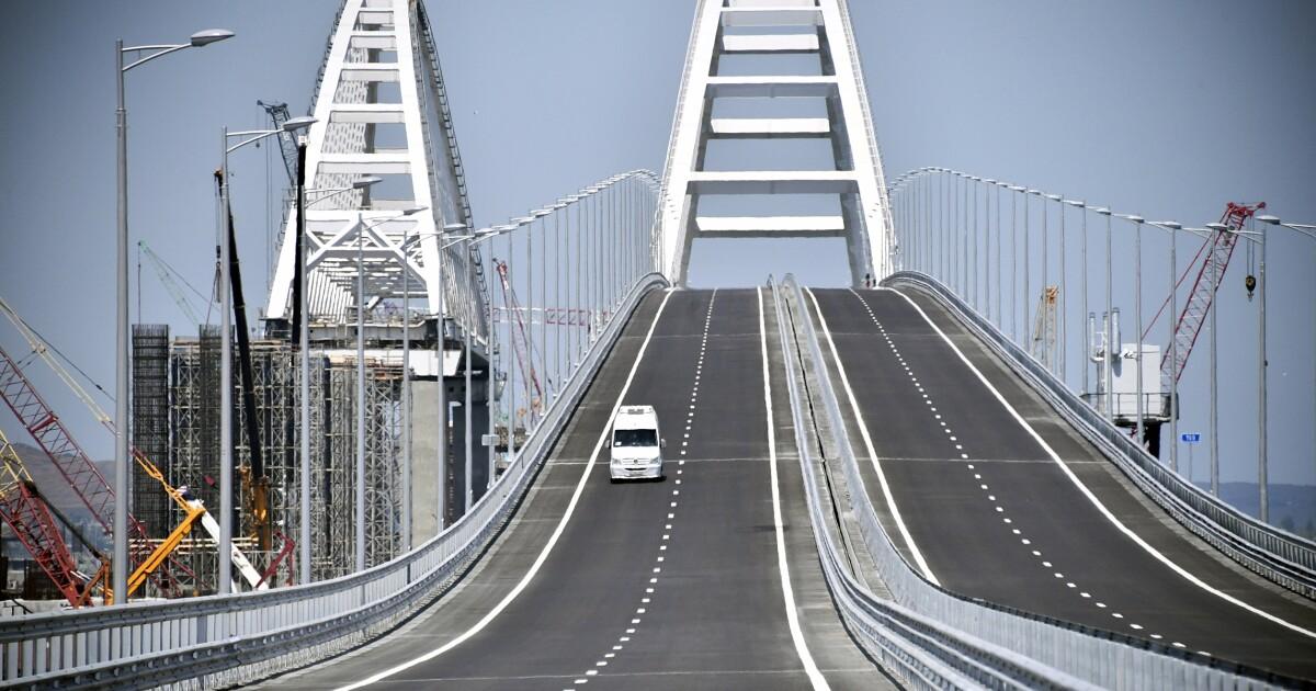 Ukraine should blow up Putin's Crimea bridge