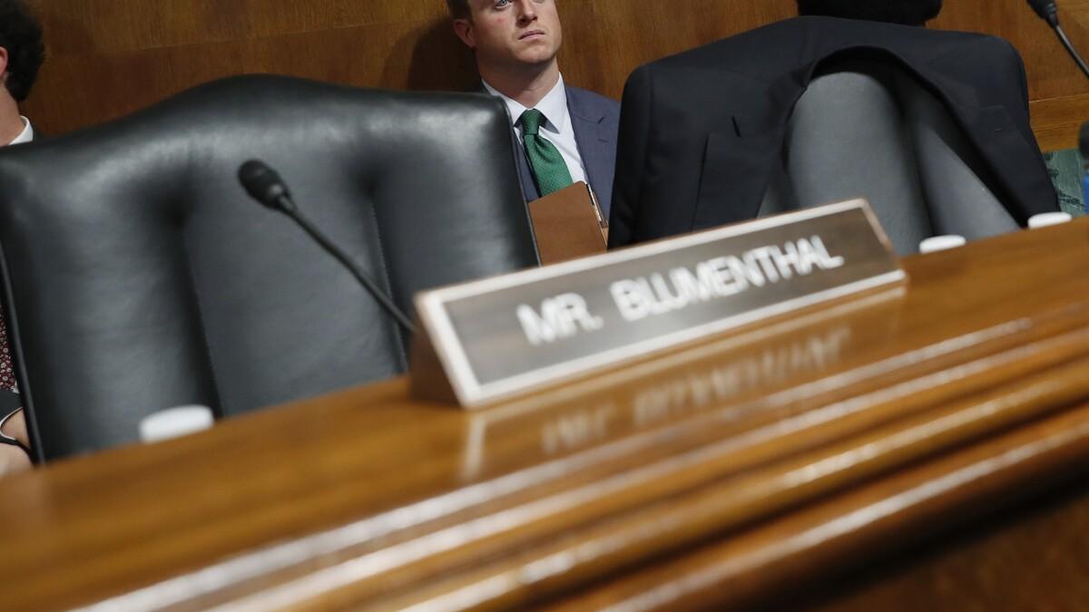 4 Democratic senators walk out of Brett Kavanaugh's confirmation vote