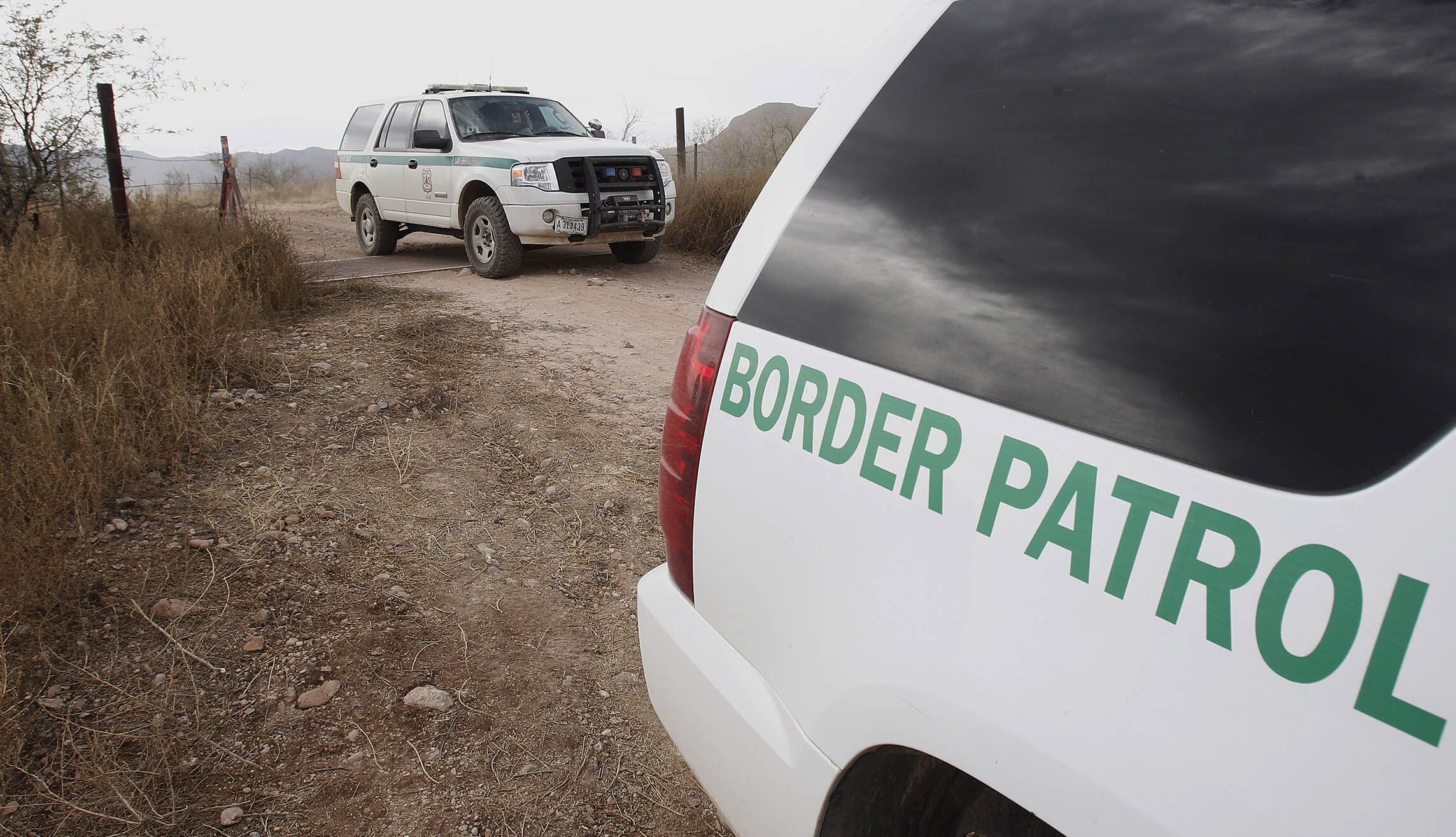 Drug smugglers bring 700lbs of cocaine into U.S. then flee into Mexico across border with no physical barrier