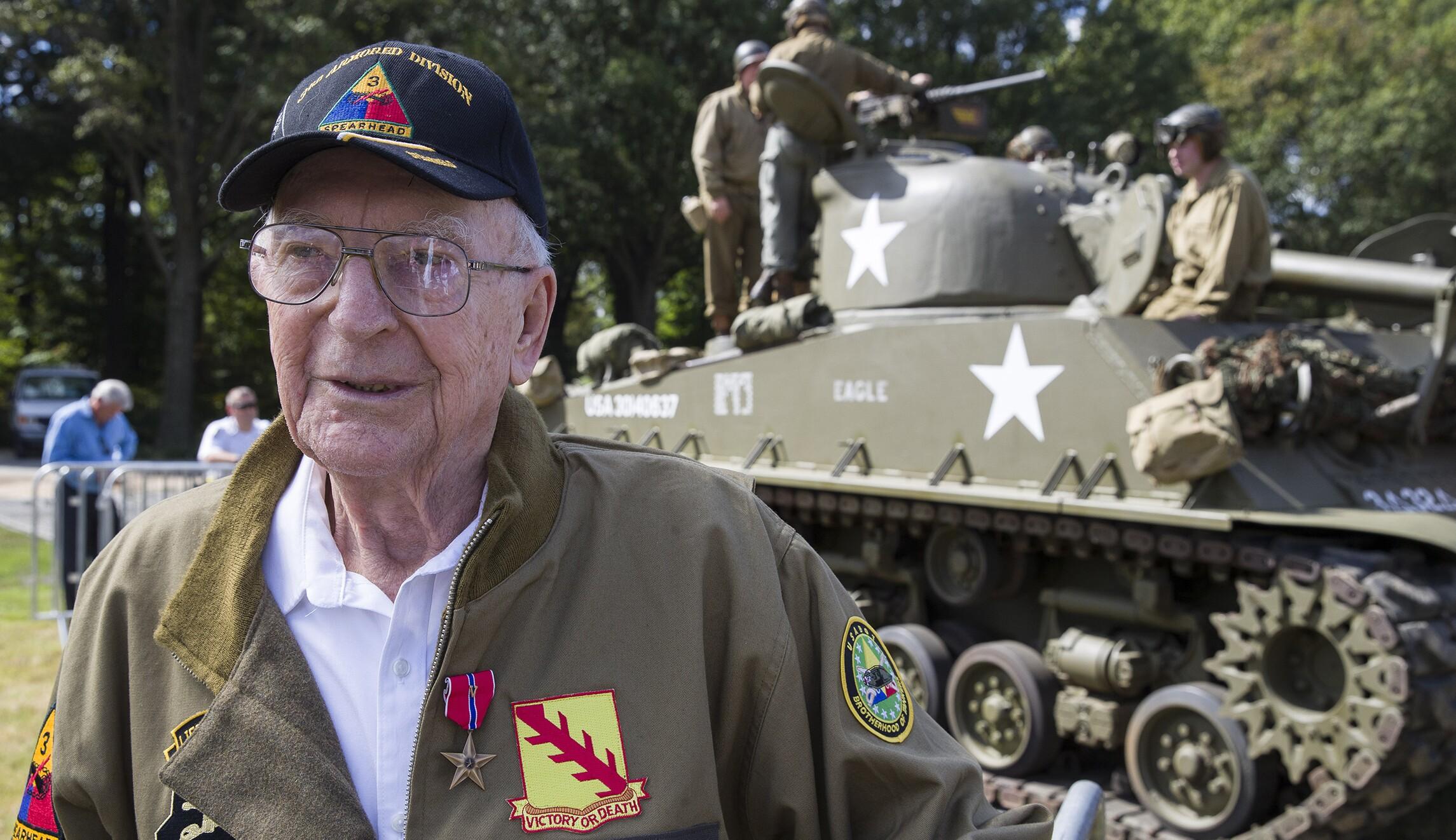 World War II gunner, 95, who took out five German tanks gets Bronze Star he forfeited for 1945 bubblegum offense