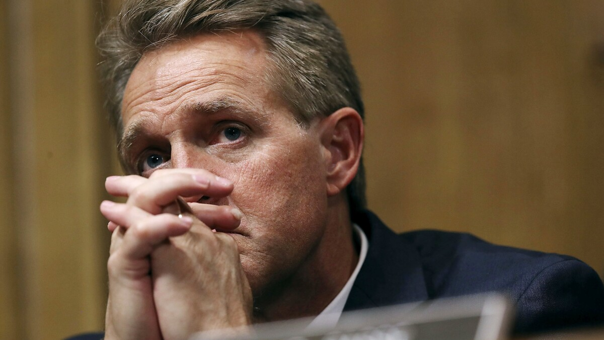 Flake donates to Democratic incumbent after former sheriff Joe Arpaio<i> </i>announces challenge