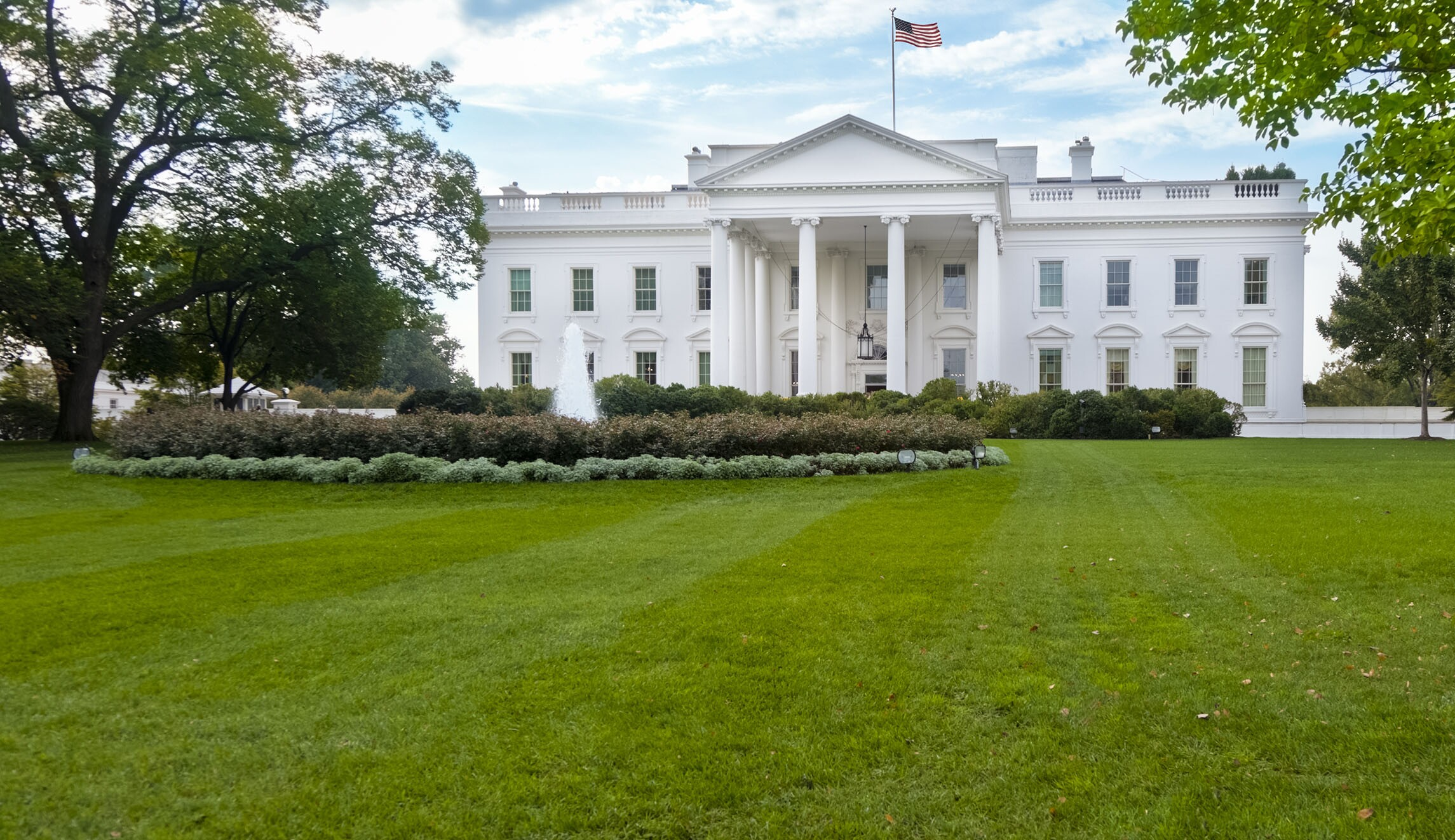 Sinkhole forms on White House north lawn
